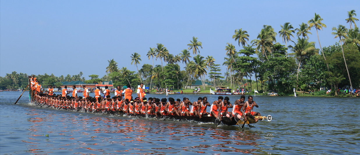 Witness a thrilling boat race