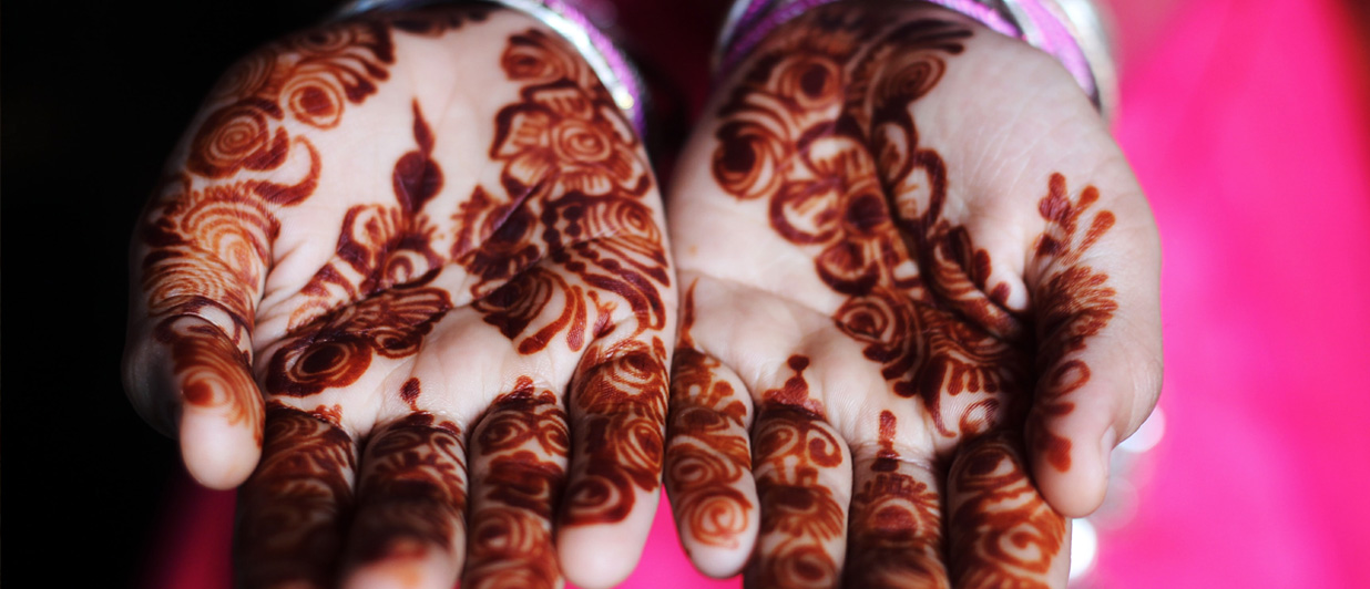 Paint your hands the Indian way